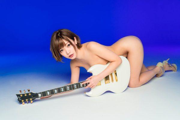 【裸】脱げるシンガーソングライター藤田恵名、限界露出のSEXY写真を大解禁wwwwwwwwwwww