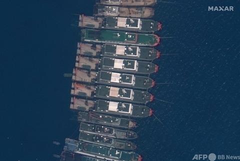 【ヤベェw】東シナ海で停泊する中国船がやすやすと国境を超えていると話題にwwwwの画像