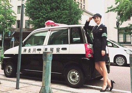 【エンタメ画像】佐々木希、ミニスカ婦人警官姿の写真を公開