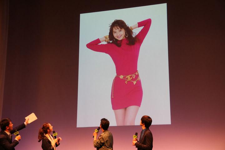 【エンタメ画像】佐々木希が80年代のボディコン姿を披露wwwwwww