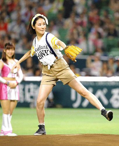 【エンタメ画像】吉田羊が始球式wwwwwwwww