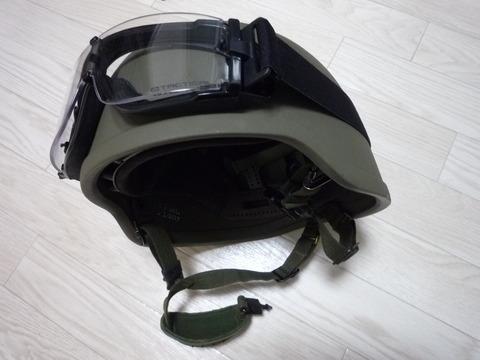 空挺ヘルメットとゴーグル
