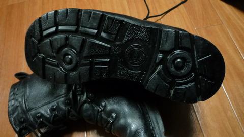 靴の裏部分
