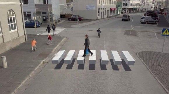 どうやって渡れば??横断歩道が宙に浮いているようにみえる「錯視横断歩道」が登場(アイスランド)