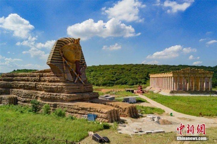 【画像あり】農地の真ん中に「スフィンクス」や「パルテノン神殿」が出現―中国安徽省