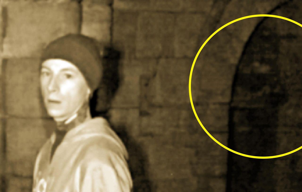 【動画あり】英のゴーストハンターがついに霊の姿を捉える!→あまりのショボさにネット民騒然…