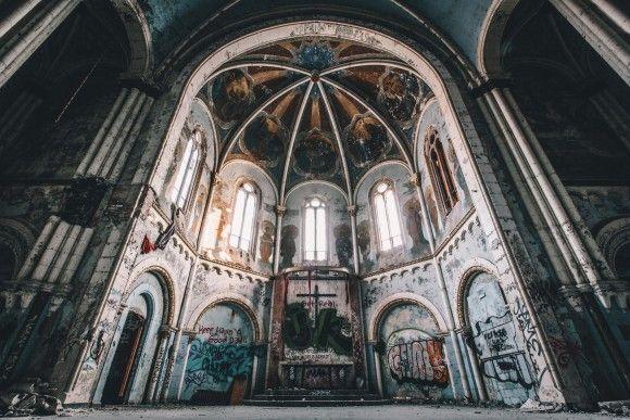 地球上にある朽ちかけた世界。退廃美のある廃墟探索