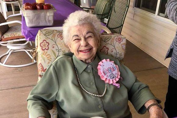 103歳の誕生日を迎えたおばあさん。彼女がずっと欲しかったものがサプライズプレゼント!それはいったい?