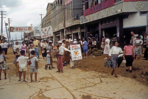 沖縄がアメリカに統治されていた時代の人々の暮らしがわかる写真(1953年 - 1954年)