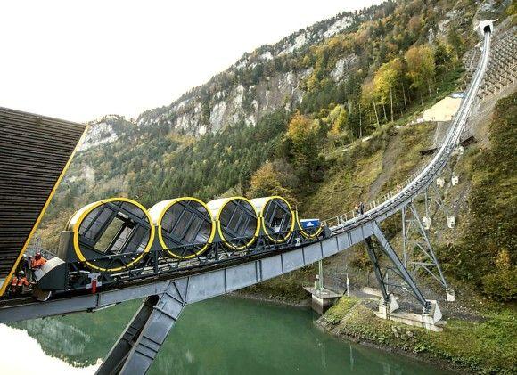 自動ハムスター回し車系。世界最大の勾配角度を誇るケーブルカーが運行開始(スイス)