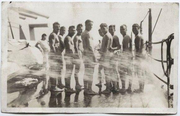 第二次世界大戦中、欧米の兵士たちは文字通り裸の付き合いをしていた