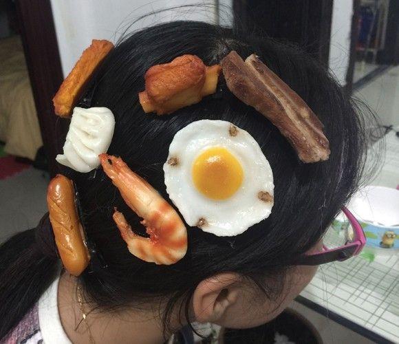 「草生やす」から進化した。今度は頭に食べ物を盛り付けるとかいう中国最新ヘアトレンド