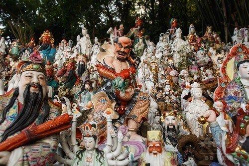 【画像あり】圧巻!神仏像が数1000体、捨てられた神仏像に安住の地… 「像がどの宗教のものであろうと、私は気にしない」