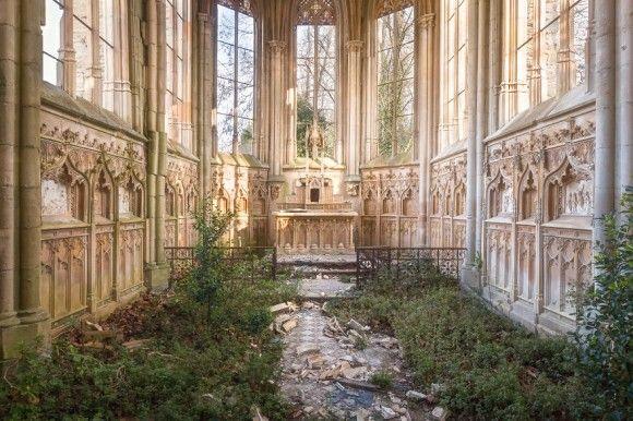 神に放棄されし建物。ヨーロッパの廃墟となった教会や礼拝堂