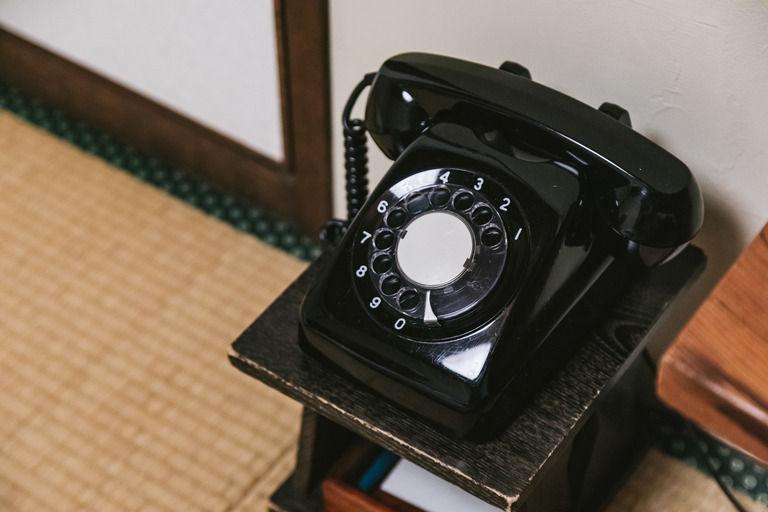 休日の深夜自宅の電話が,3回鳴って鳴り止んだので、そのまま寝たらしい。