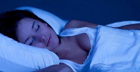 腹上死と聞いて思い出した。   友人(♀)に聞いた話。   彼女が自室で寝ていると  夜な夜な荒い息遣いが聞こえて目が覚めた。