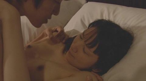 nud_minami_shiroi_pirania003