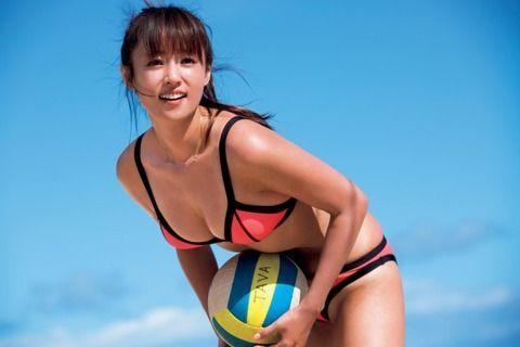 <深田恭子>写真集2タイトルが1位・2位獲得!こんがりと日焼けした小麦色の肌を露わに、アクティブな健康美を披露