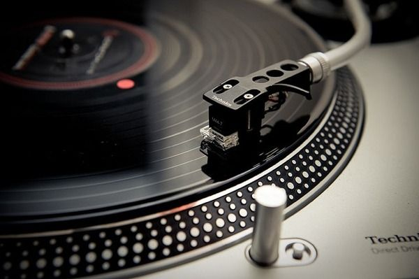 ソニー、レコード29年ぶり国内生産 若者に人気広がる