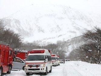 栃木の雪崩事故 引率の教員が「伏せろっ」と叫ぶ ← むしろ伏せる方が巻き込まれて危険じゃないの?