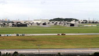 米軍基地反対派が全国から沖縄に結集、米国人児童が乗るスクールバスやYナンバーを包囲して威嚇