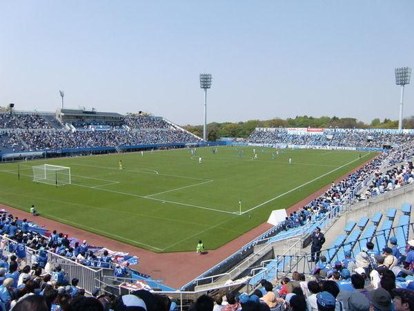【愕然】横浜FCサポ、豪雨への「黙祷」中にとんでもない行動へ!→ 言い訳がこちら・・・・・