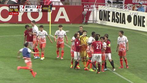 【速報】サッカーACLで韓国のベンチ選手がいきなり飛び出して来て日本選手にエルボー (※動画あり)