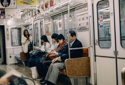 【驚愕】電車で「一席だけ空いていた時」に彼氏がした最低行動3選wwwwwwwwwwwww