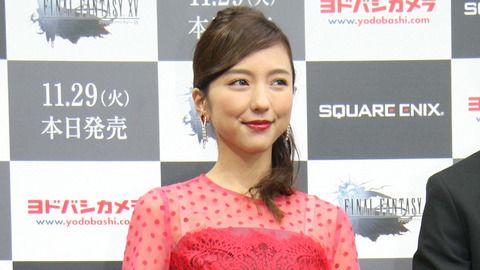 真野恵里菜 真っ赤なシースルードレスで大人の色香