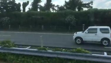 【現場画像あり】常磐道で大型トレーラーが転落! 卵9000個が散乱する事態に… さらには逆走する車も出現!