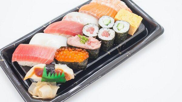 ワンルーム1人住まいで深夜に半額寿司を食べる生活を普通に幸せだと思う感覚