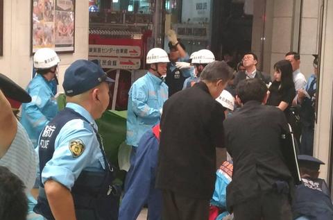 【血が生々しい】浅草駅で突然、64歳男性が20代男性を刃物で刺す通り魔事件発生! 「普通の人では聞こえないけど、私には聞こえる音を出すのでついカッとなって刺した」