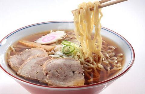 白人様「ラーメンに餃子 日本料理はどれも最高だよ!」中国人「…まぁええか…確かに旨いし…」