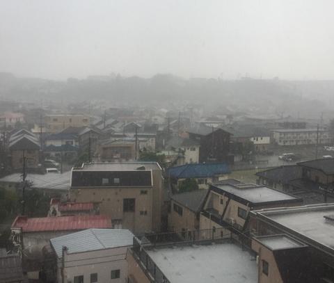 【要注意】関東中心にゲリラ豪雨が襲来中! でっかい雹が降ったり雷も…
