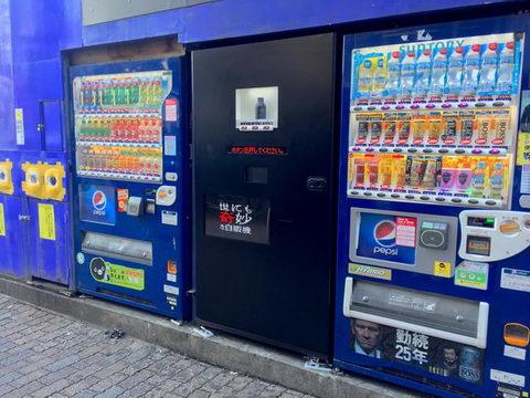【画像】彡(゚)(゚) 「お!マンションの横、自販機置かれるんか、コカコーラかなサントリーかな」
