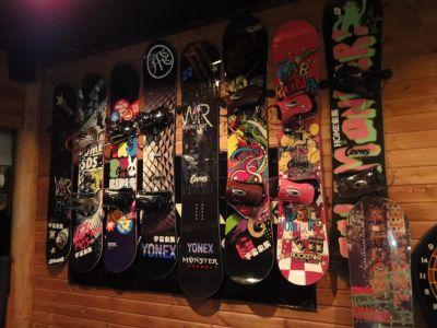 スノーボードが飾ってありますw_400
