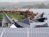 河川氾濫であっさり破壊された太陽光パネル