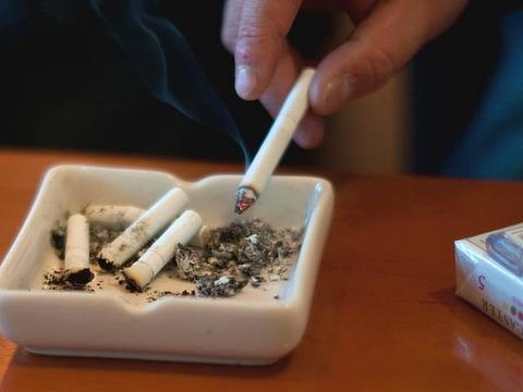 【話題】女性の7割が喫煙者との交際はNO! 結婚は8割