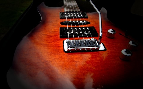 Music-wallpaper-Red-Guitar[1]