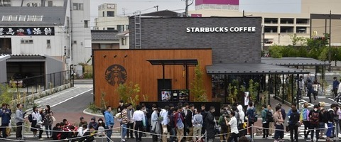 「鳥取に生まれて19年。ずっと憧れていた」 スターバックスが開店、1000人が行列