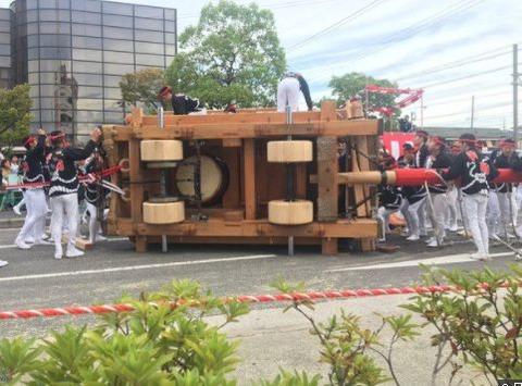 【大阪】だんじり横転、14人搬送1人重傷…直角に曲がる「やりまわし」で曲がりきれず/堺市中区