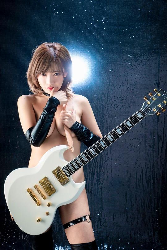 藤田恵名過激全裸
