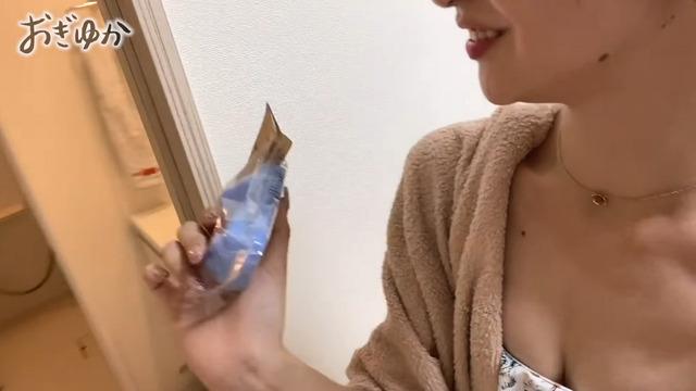 荻野由佳が日焼け水着姿で自宅風呂に入浴 (5)
