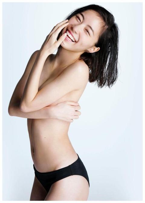 松井珠理奈1st写真集「Jurina」手ぶら&水着姿