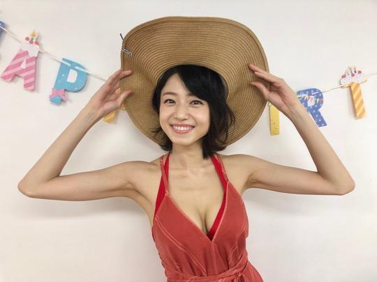 中村静香2021年水着カレンダー