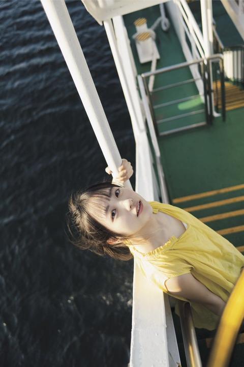 STU48石田千穂1st水着写真集「檸檬の季節」