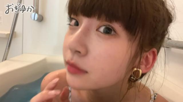 荻野由佳が日焼け水着姿で自宅風呂に入浴 (17)