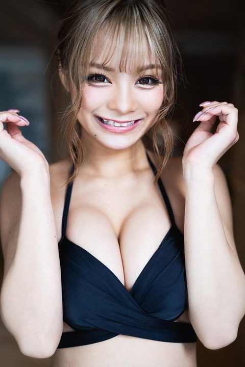 まぁみ(小田愛実)1st写真集下着&水着