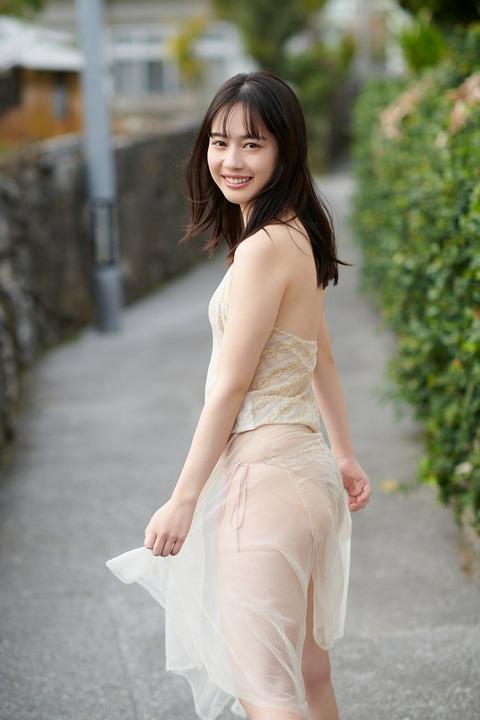 岡田佑里乃かわいい水着グラビア