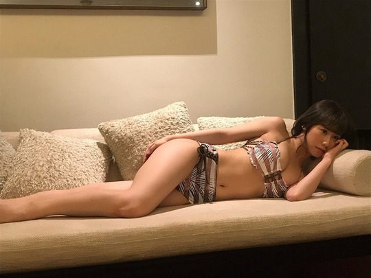 NMB48石田優美水着グラビアオフショット